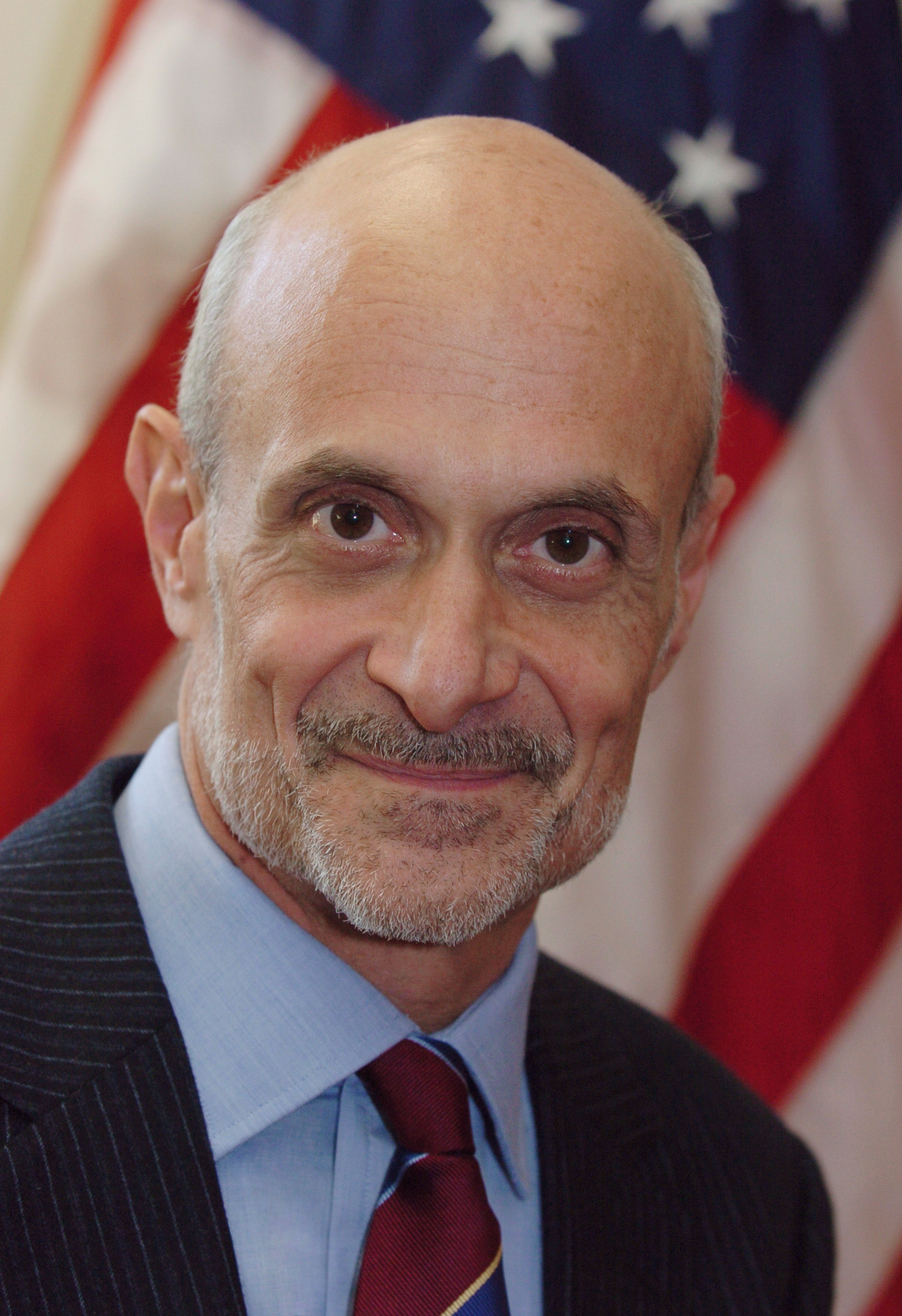 https://i1.wp.com/upload.wikimedia.org/wikipedia/commons/5/5d/Michael_Chertoff,_official_DHS_photo_portrait,_2005.jpg