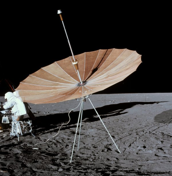 File:S-band antenna on lunar surface - taken during Apollo ...