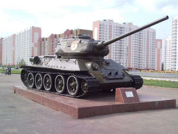 File:Фото Т-34-85 образца 1944 года на постаменте в Курске ...