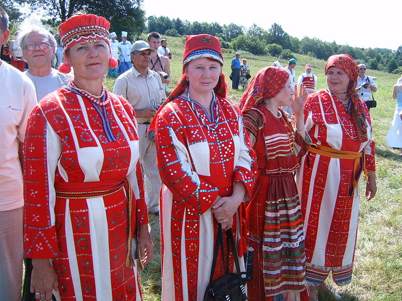 File:Erzya women.jpg