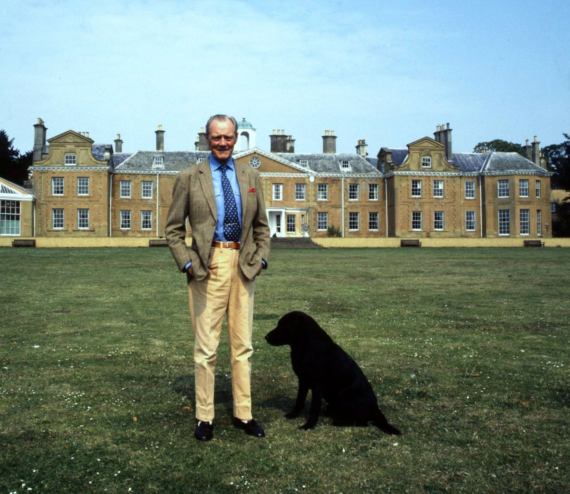 8th Duke of Wellington at Stratfield Saye House Allan Warren Dog House For Pitbull