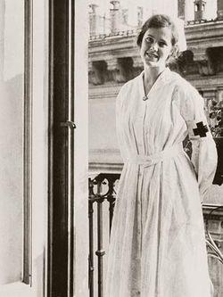 File:Agnes von Kurowsky in Milan.jpg
