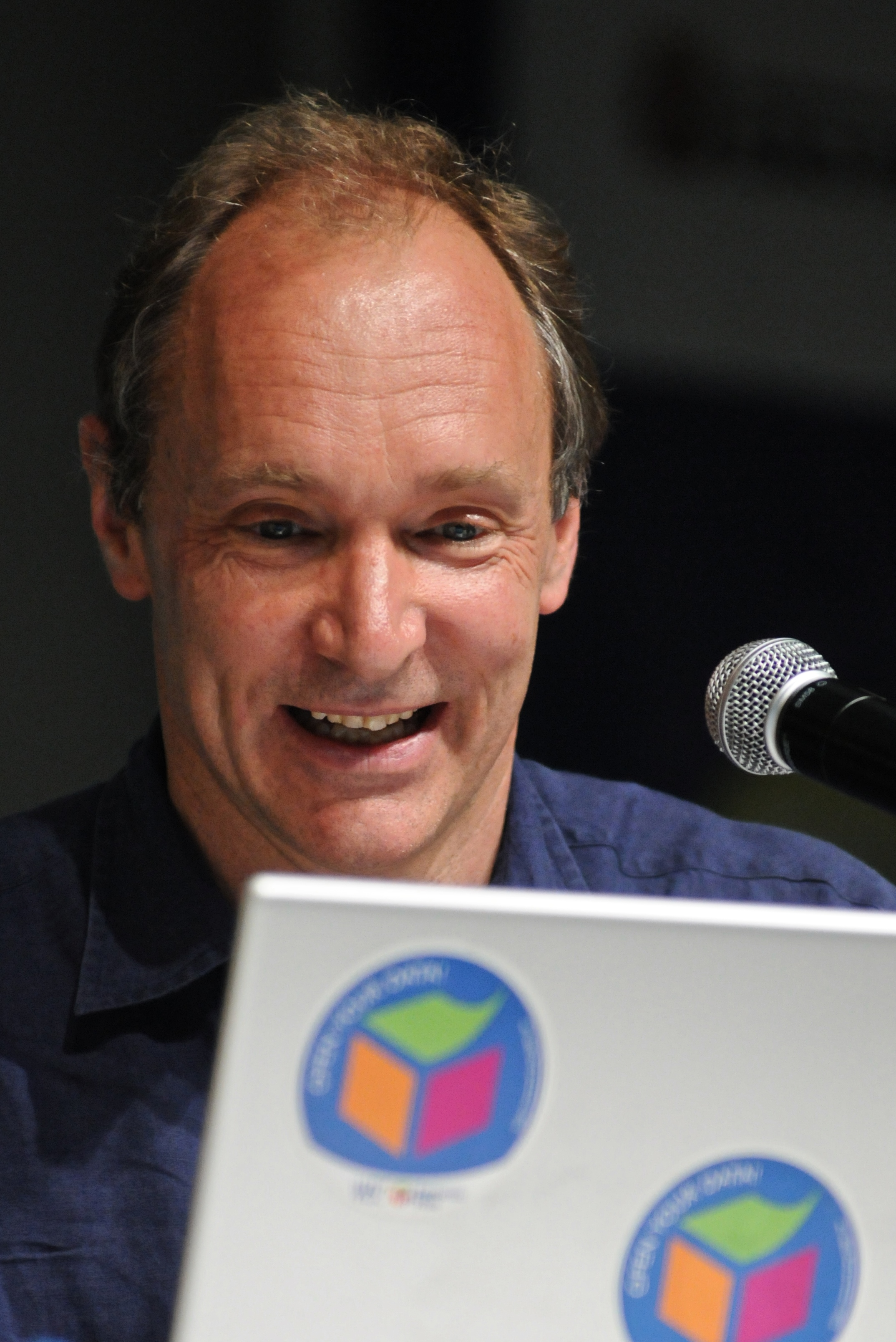 {{Information |Description	= Tim Berners-Lee at Campus Party Brasil, 2009, photo by Silvio Tanaka |Source	 = {{subst:Flickr source|url=http://flickr.com/photos/89142790@N00/3212369167|title=Tim Berners-Lee}} |Date	 = 2009-01-20 13:14:30 |Author	 = {{subst