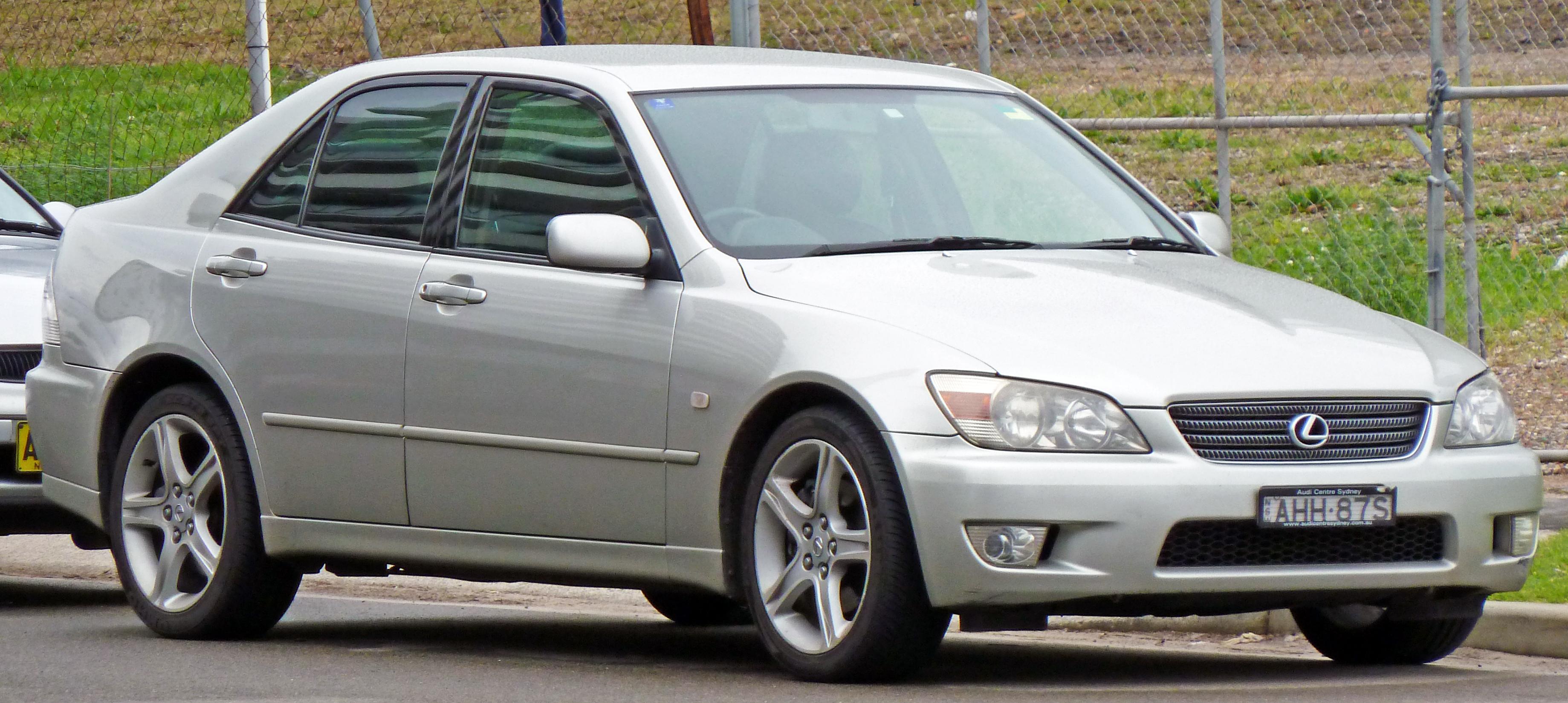 File 1999 2005 Lexus IS 200 GXE10R sedan 04 Wikimedia mons
