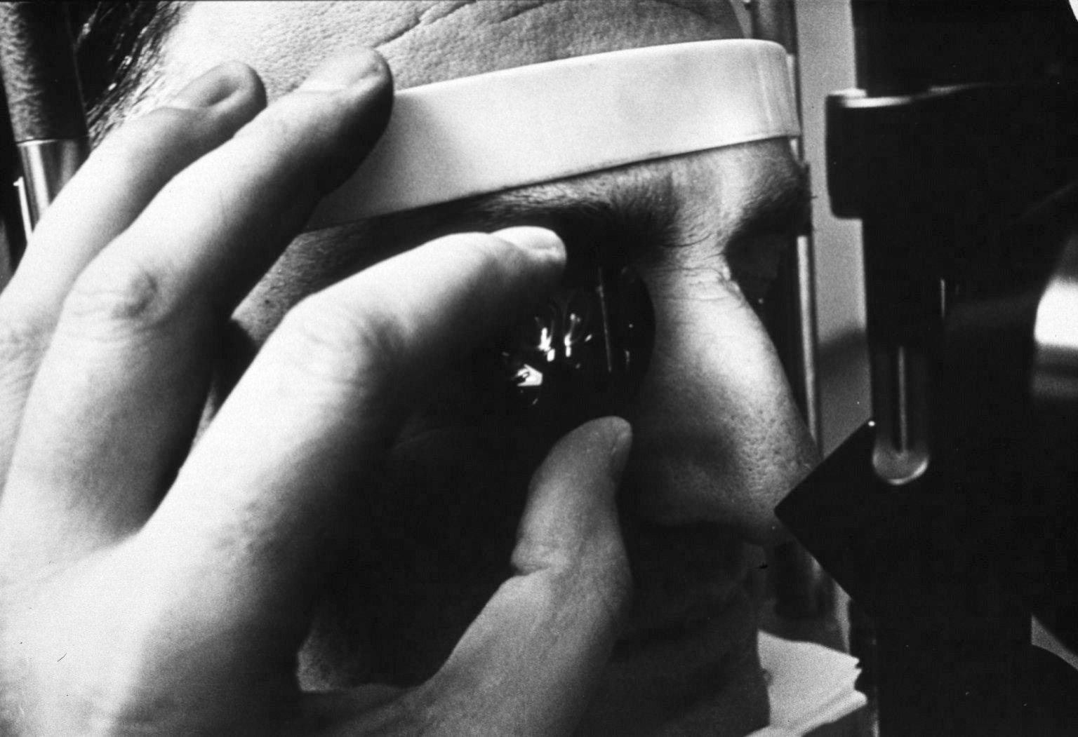 3-mirror_glass_to_diagnose_retinal_detachment.jpg