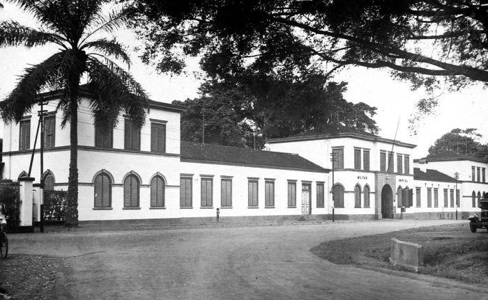 File:COLLECTIE TROPENMUSEUM Militair Hospitaal in Magelang Midden-Java TMnr 10002044.jpg
