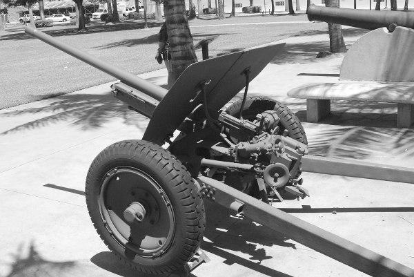 File:Antitank gun Japanese Type 1 rear 3-4 view left.jpg ...