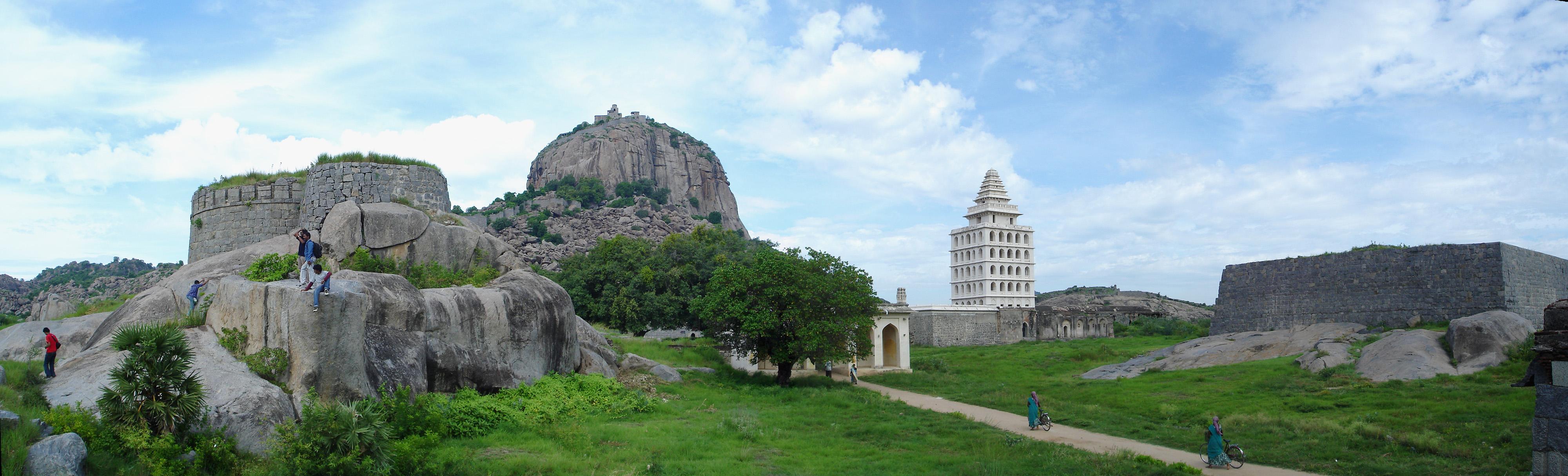 https://i1.wp.com/upload.wikimedia.org/wikipedia/commons/6/69/Gingee_Fort_panorama.jpg