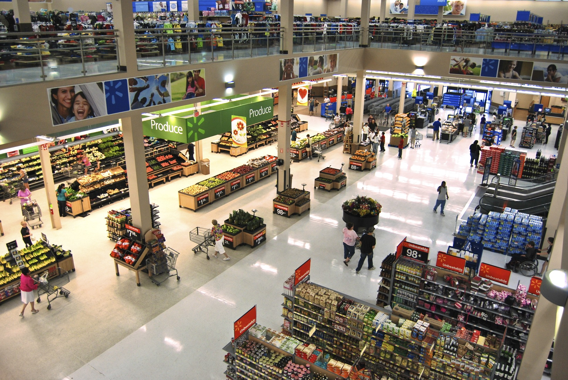 English: Interior of the two-story Wal-Mart Su...