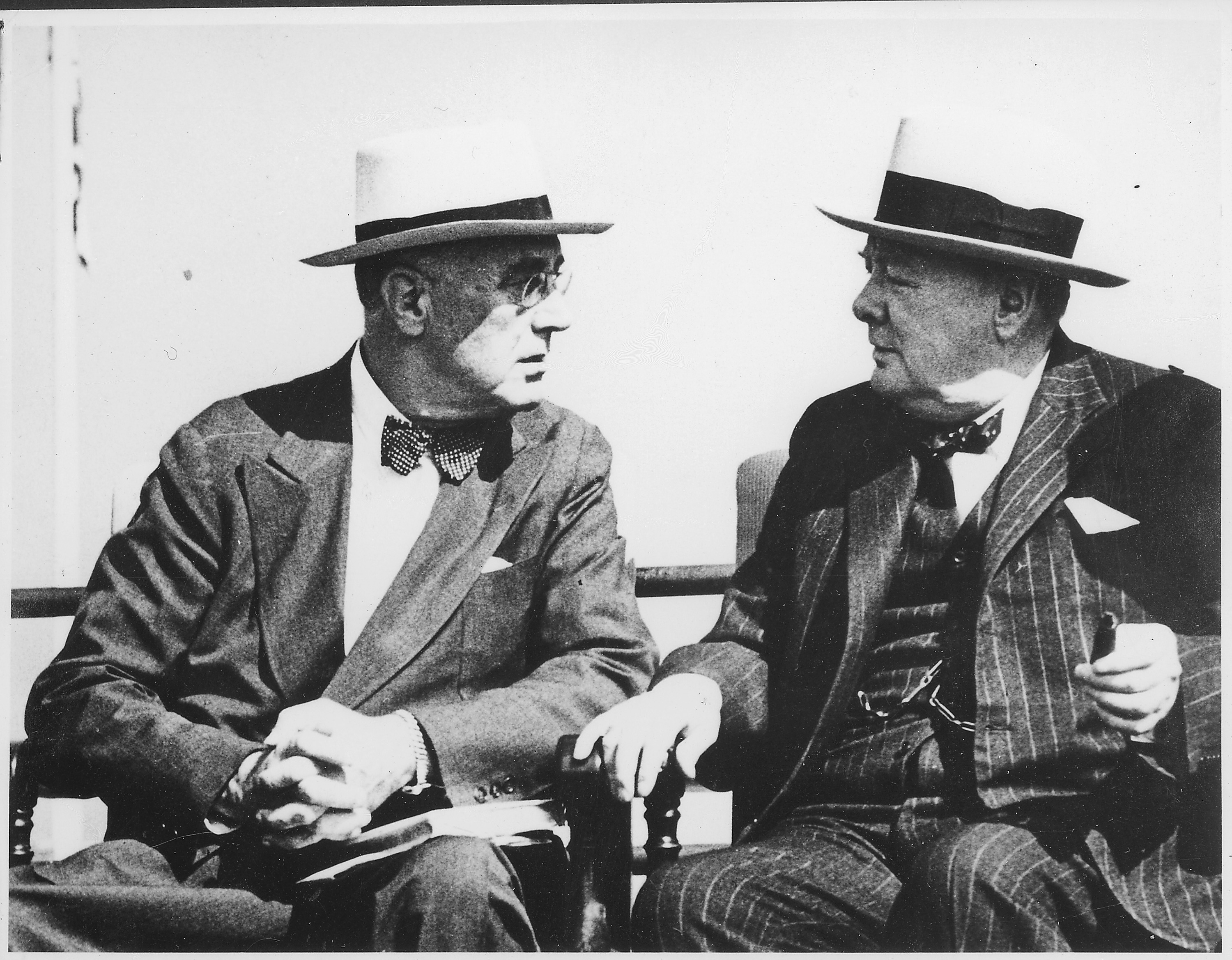 https://i1.wp.com/upload.wikimedia.org/wikipedia/commons/6/6b/Franklin_D._Roosevelt_and_Churchill_in_Quebec,_Canada_-_NARA_-_195419.jpg