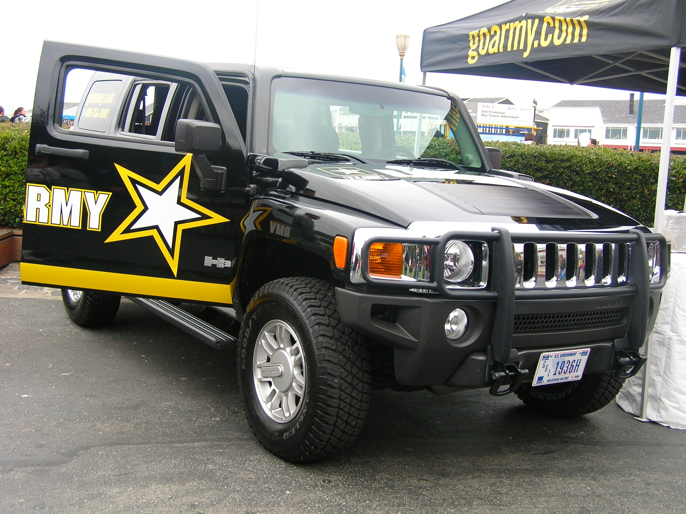File US Army Hummer H3 at SF Fleet Week 2009 2 JPG Wikimedia mons