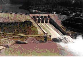 English: Chute spillway of Pando dam