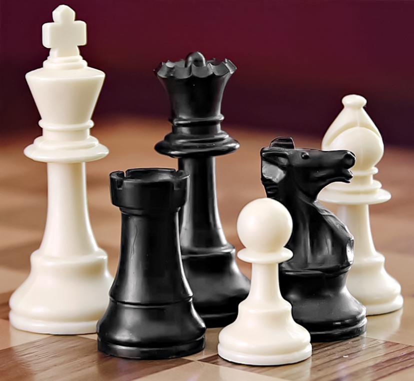 https://i1.wp.com/upload.wikimedia.org/wikipedia/commons/6/6f/ChessSet.jpg