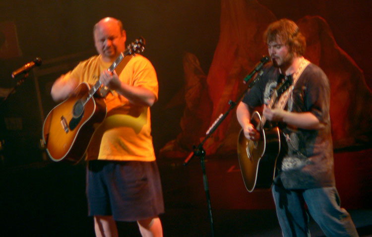 https://i1.wp.com/upload.wikimedia.org/wikipedia/commons/6/6f/Tenacious_D_in_concert_2.jpg