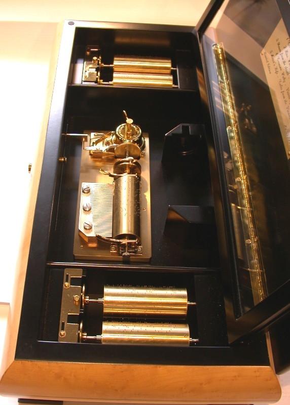 Spieldose mit 5 austauschbaren Walzen