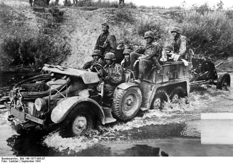 File:Bundesarchiv Bild 146-1977-093-07, Russland, motorisierte Einheit.jpg