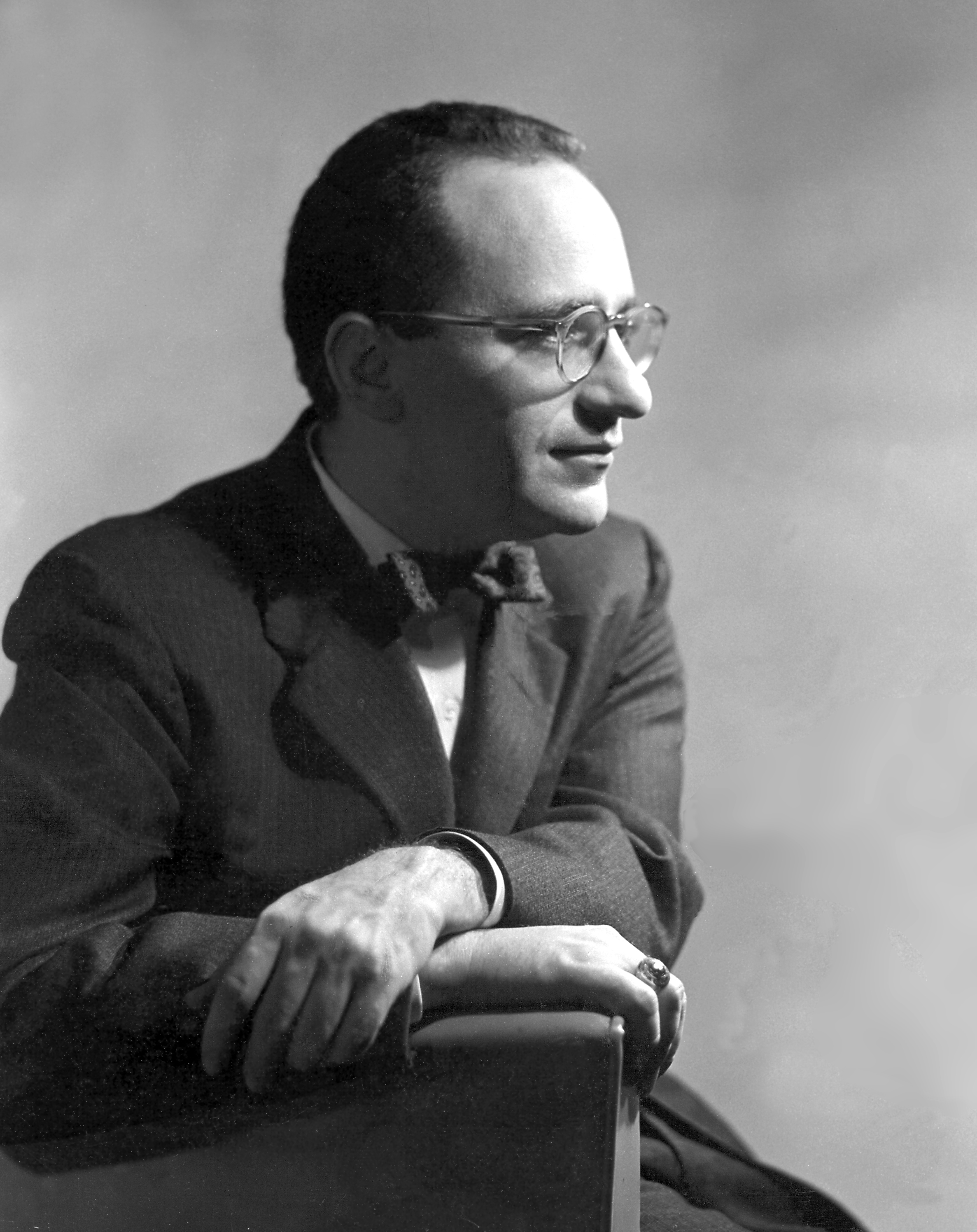 English: This image of a young Murray Rothbard...