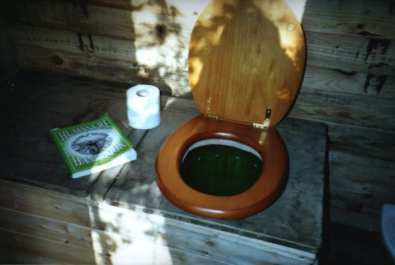 https://i1.wp.com/upload.wikimedia.org/wikipedia/commons/7/74/Composttoilet.jpg