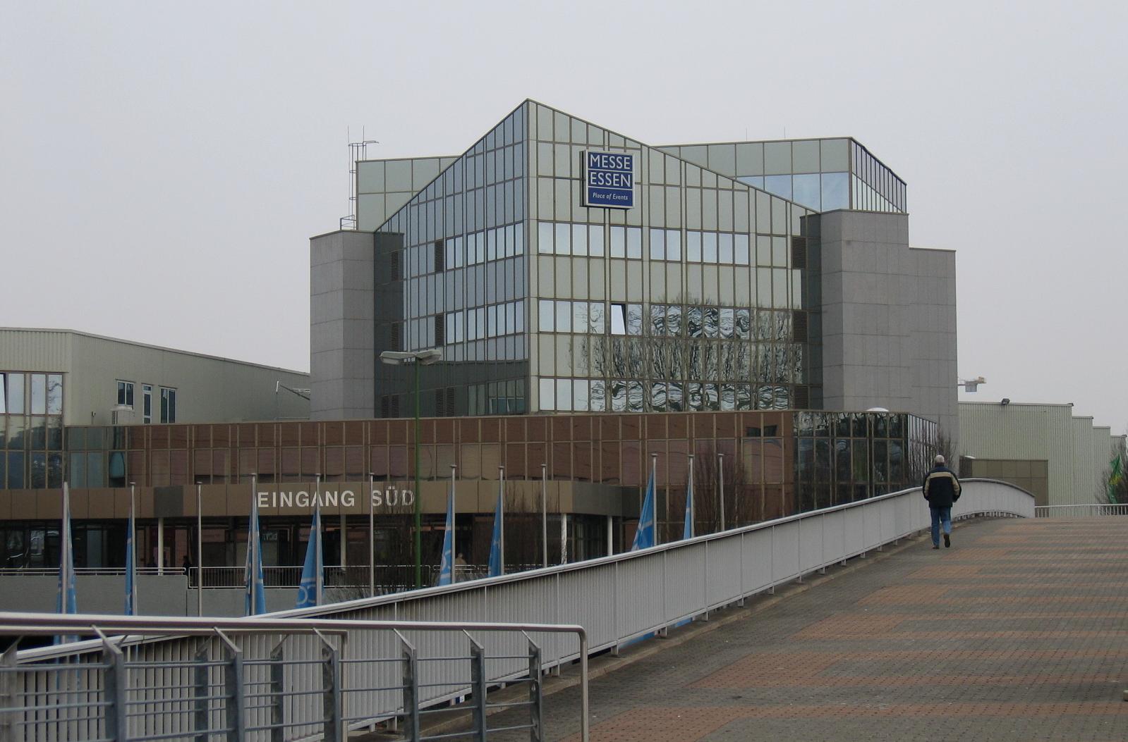 Exterior del edificio donde se celebra la feria