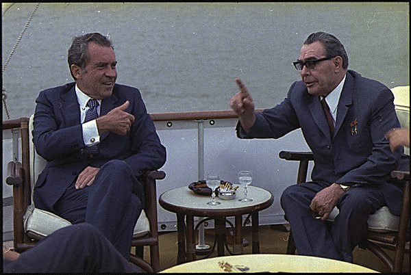 https://i1.wp.com/upload.wikimedia.org/wikipedia/commons/7/74/Richard_M._Nixon_and_Leonid_Brezhnev-1973.jpg?resize=600%2C402&ssl=1