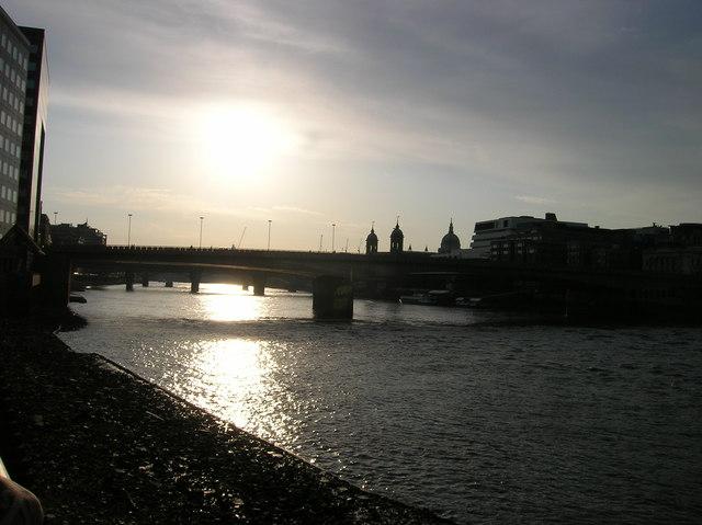 English: River Thames at London Bridge