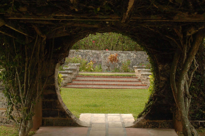 FileCHINESE MOON GATE PALM GROVE GARDENS DEVONSHIRE PARISHM BERMUDAjpg Wikimedia Commons