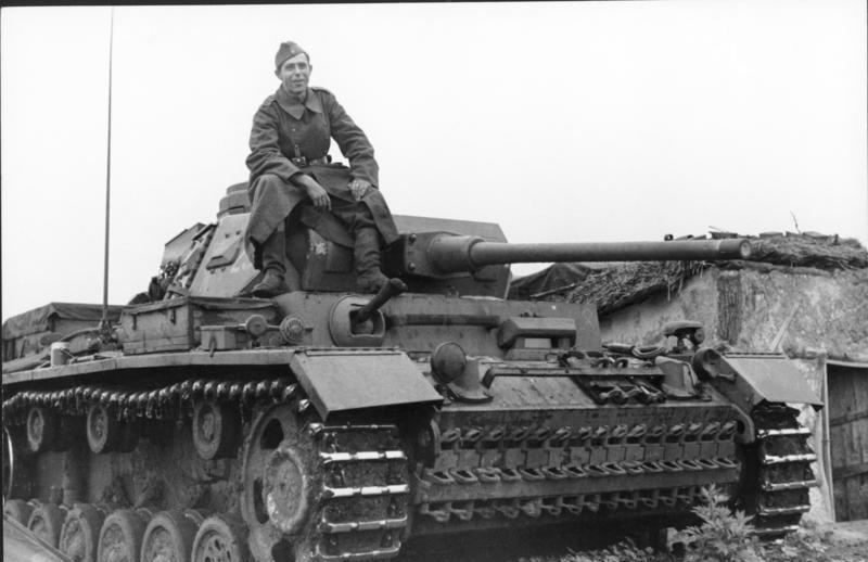 File:Bundesarchiv Bild 101I-748-0089-10, Russland, Soldat auf Panzer III J.jpg