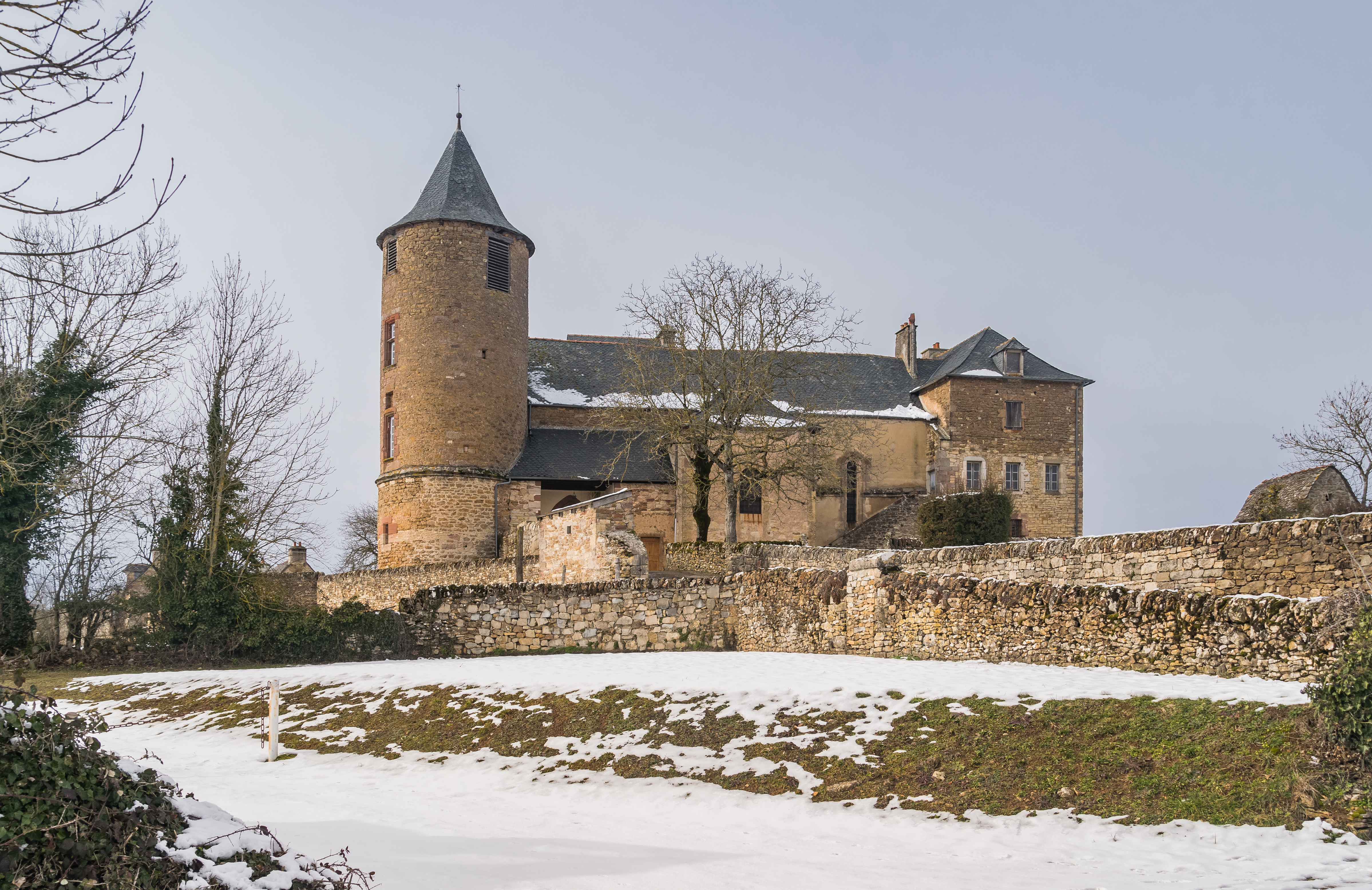file castle of onet le chateau 1 jpg wikimedia commons