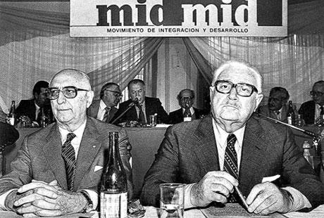 Arturo Frondizi y Rogelio Frigerio, en una convención del MID en octubre de 1984. Foto: Archivo Diario La Nación.