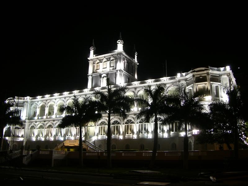 https://i1.wp.com/upload.wikimedia.org/wikipedia/commons/7/77/Palacio_de_L%C3%B3pez_nocturno.jpg