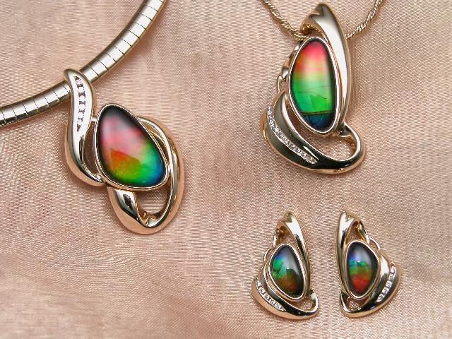 File:Ammolite jewellery.jpg