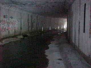 English: A picture from inside a Storm drain i...