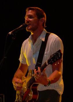 English: Adam Gardner in concert.