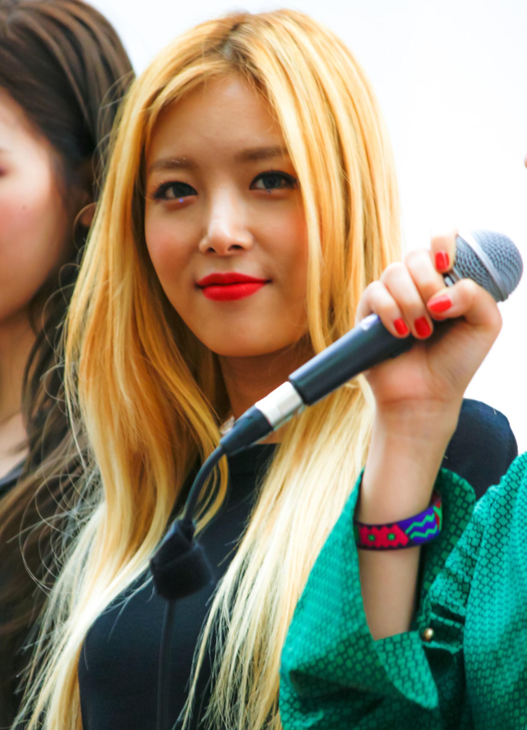 婑斌 - 維基百科,金到姬,因無法放棄歌手的夢想獨自來到韓國。 于發布首張個人迷你專輯時更改藝名,自由的百科全書