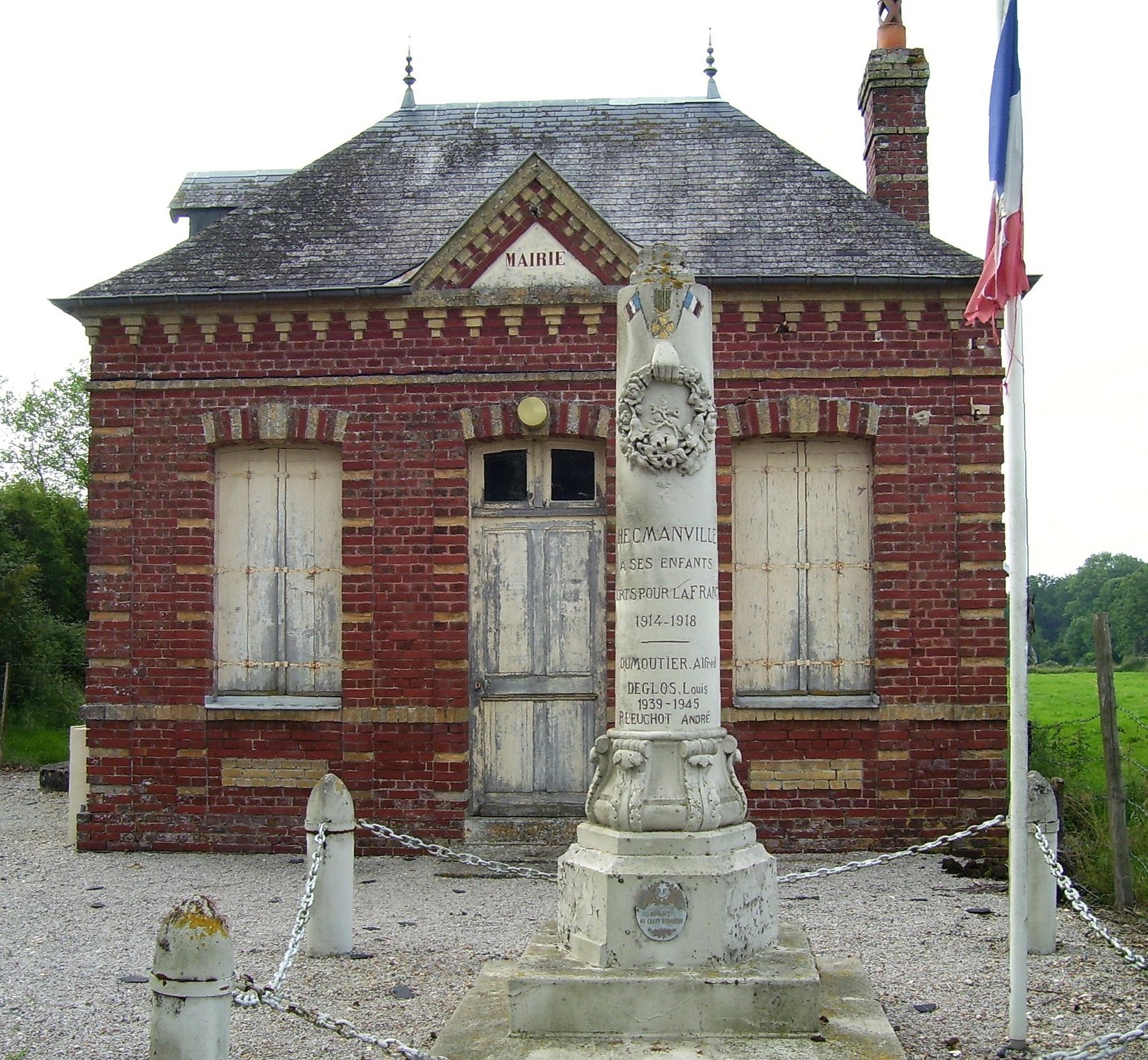 alte Mairie und Kriegerdenkmal in Hecmanville, eigenes Foto, Lizenz:public domain/gemeinfrei