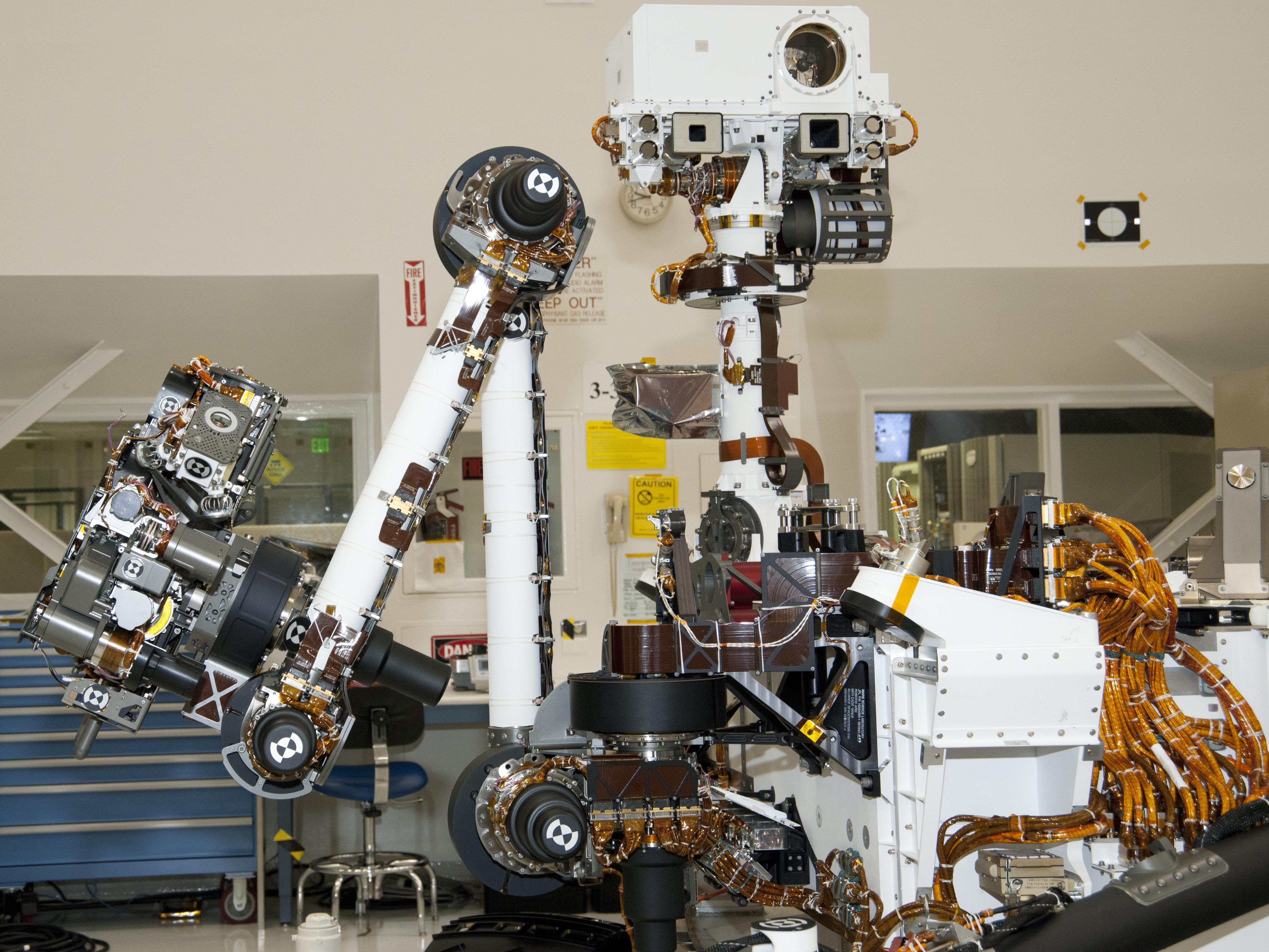 File Arm and Mast of NASA Mars Rover Curiosity main pia