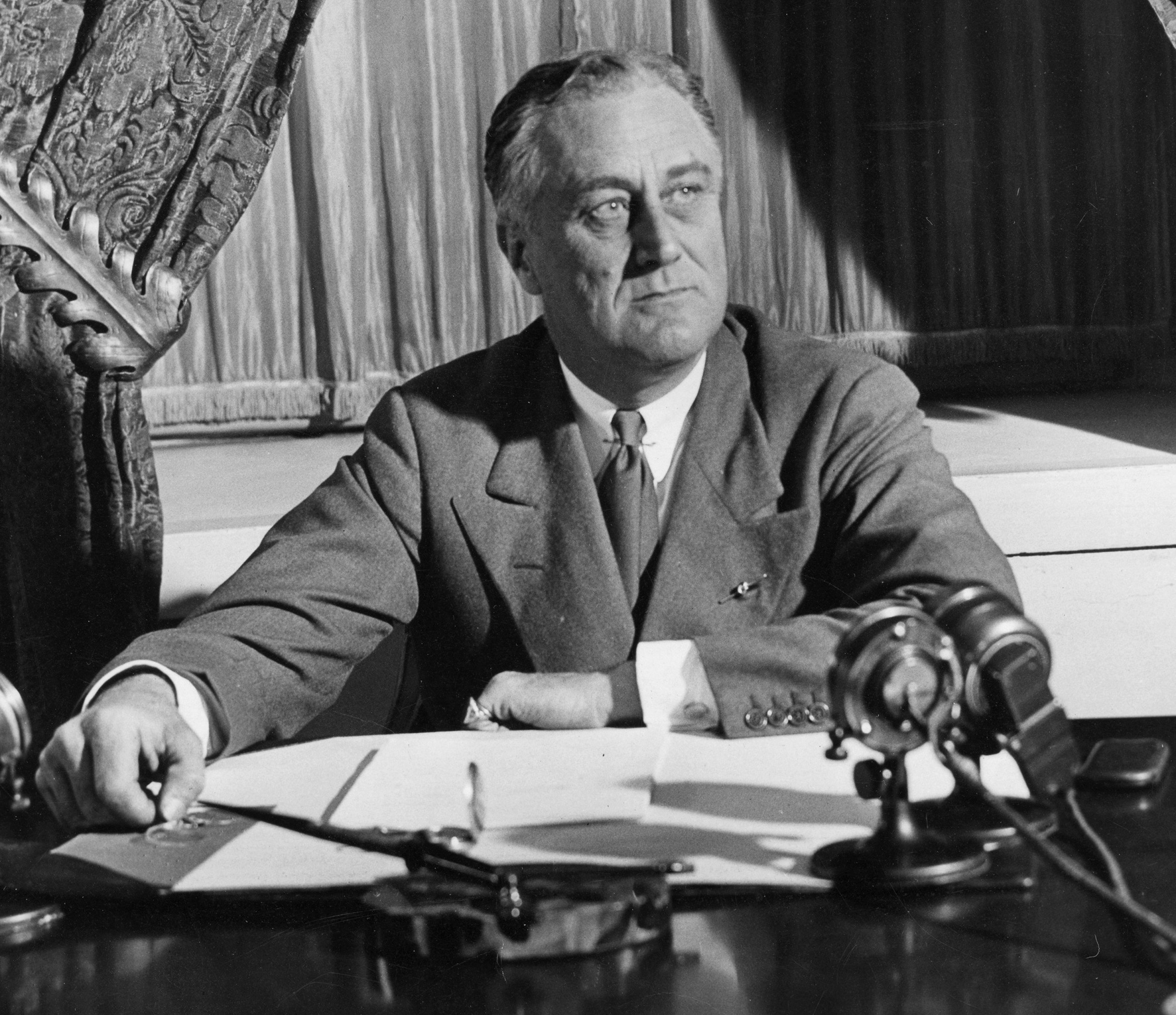 "Franklin D. Roosevelt's ""Fireside Chats&q..."
