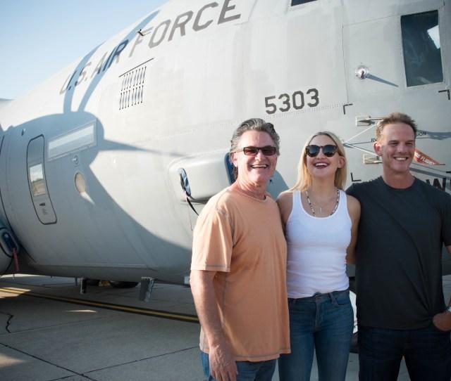 File2999749 Director Peter Berg And Actors Kurt Russel And Kate Hudson Visited Keesler Air