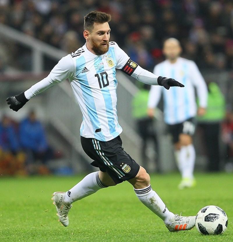 Messi es la mejor marca del fútbol argentino, por más que un medio argentino hegemónico de comunicación lo desconsidere.