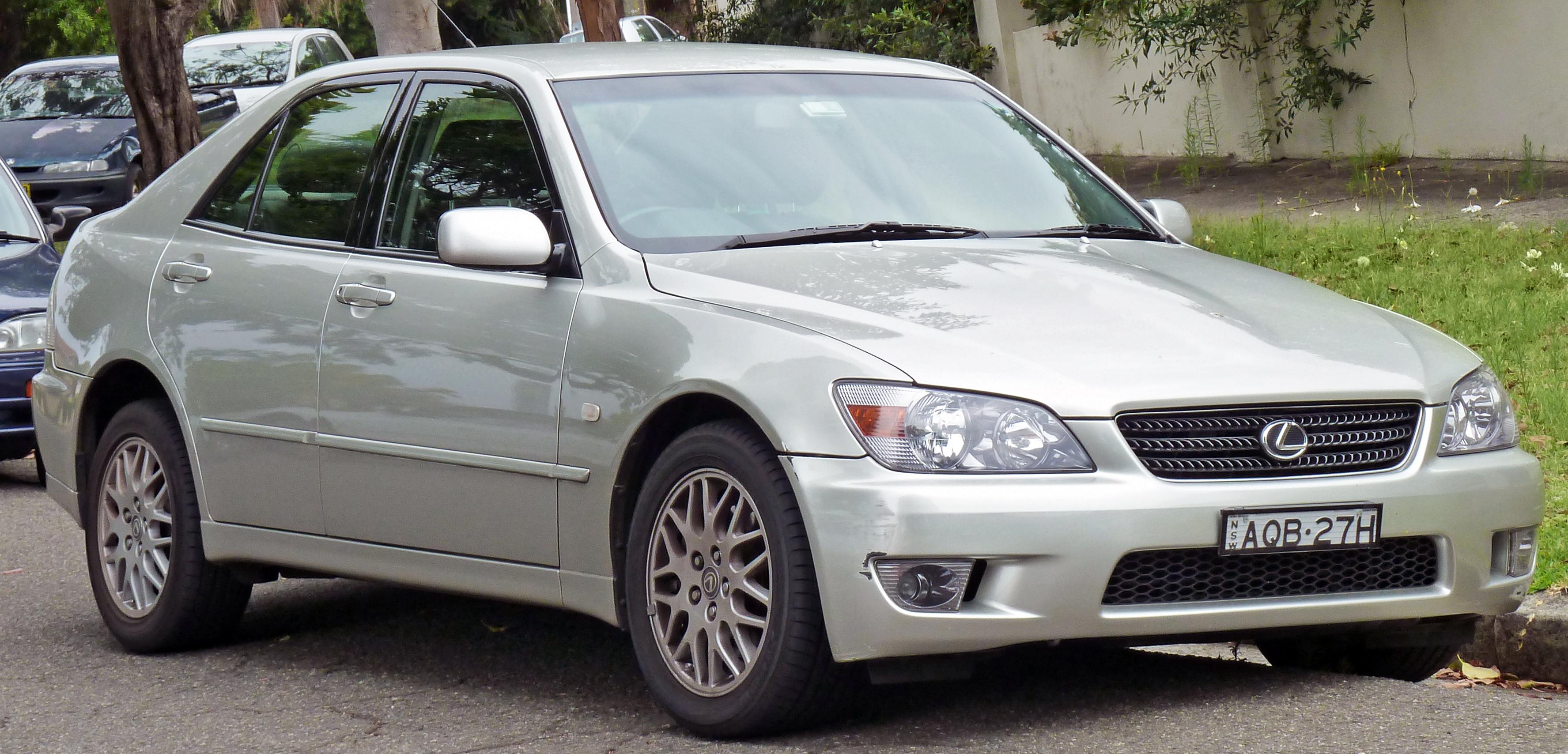 File 1999 2005 Lexus IS 200 GXE10R sedan 2011 01 13