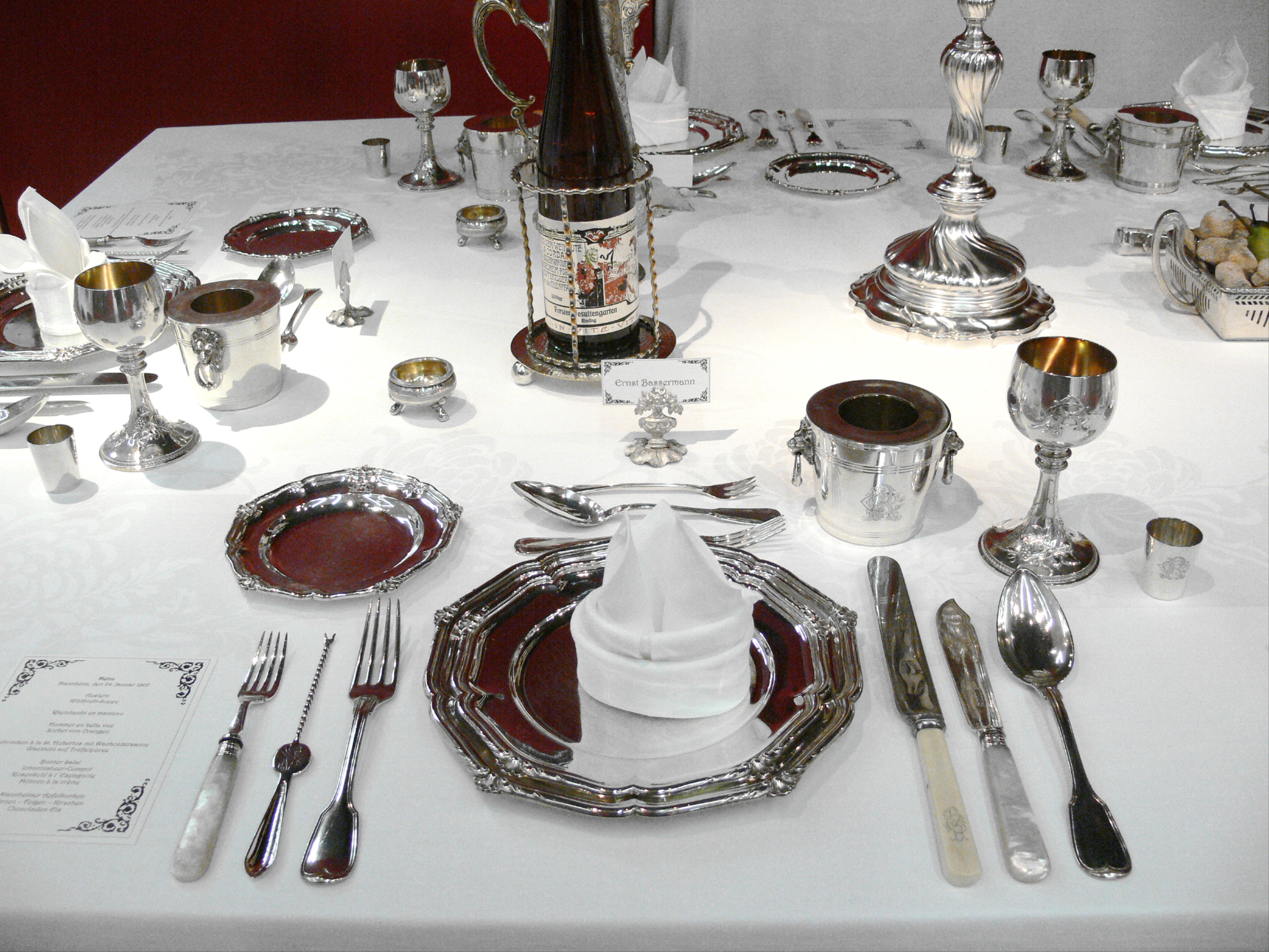 Silver table setting of the siblings Carl and ...