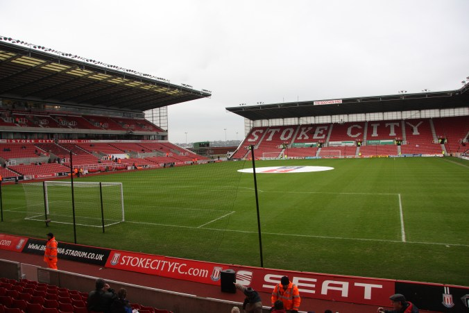 https://i1.wp.com/upload.wikimedia.org/wikipedia/commons/8/81/Stoke_City_FC_V_Arsenal_09.jpg?resize=676%2C451&ssl=1