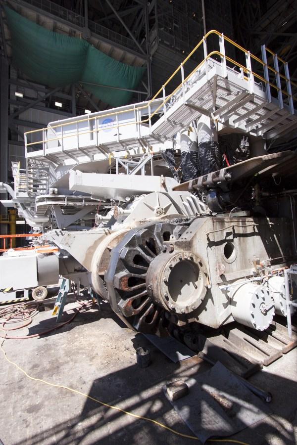 FileCrawlerTransporter 2 undergoing gear box maintenance
