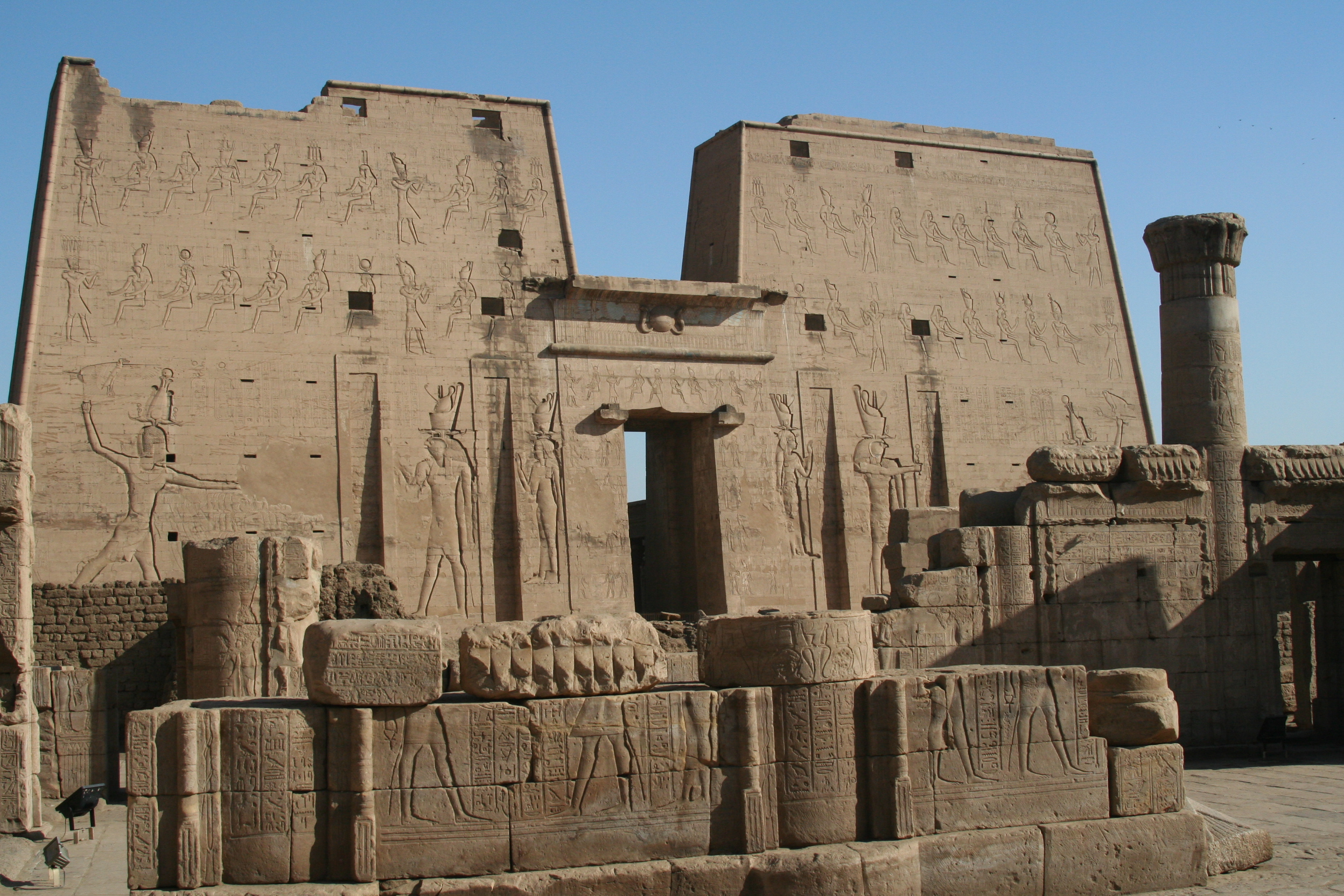 Approach and first pylon - Temple of Horus @ Edfu