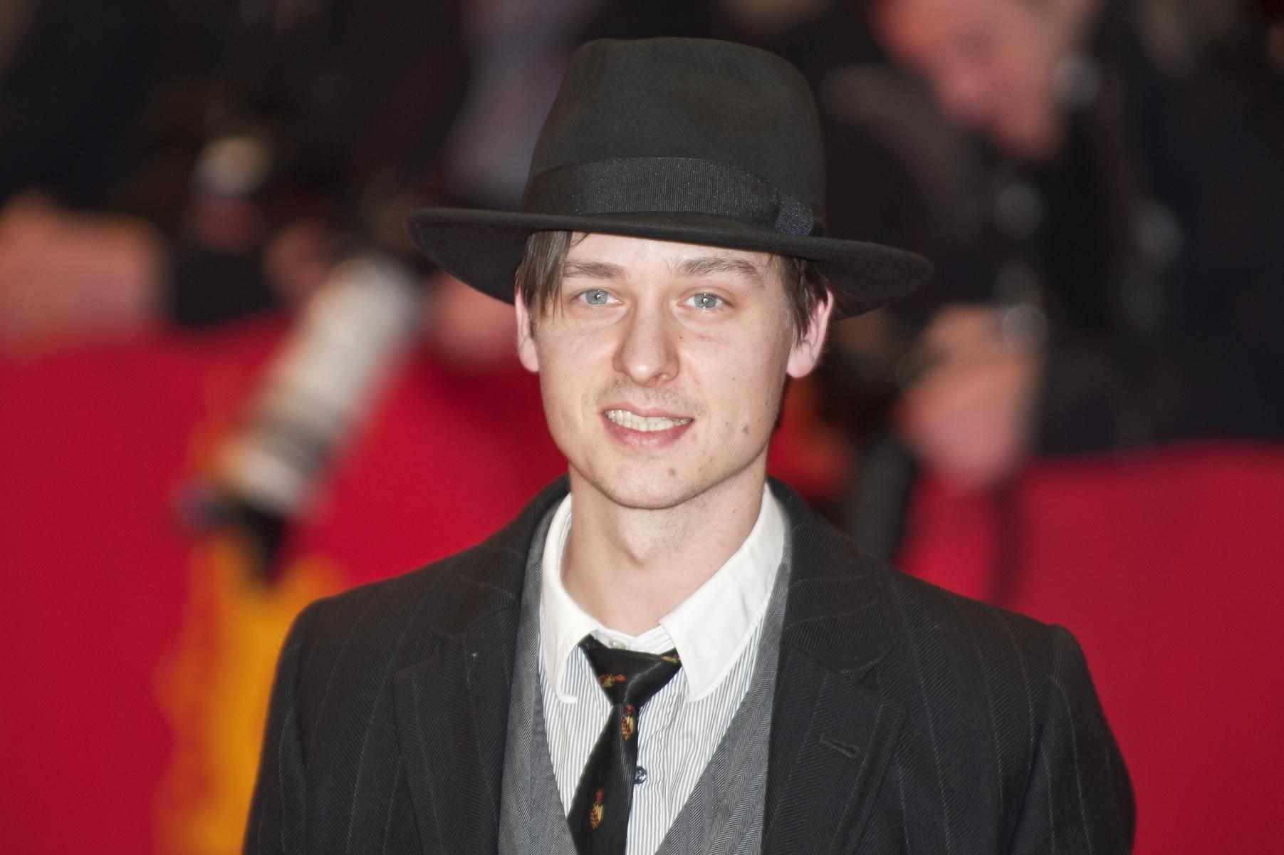 http://upload.wikimedia.org/wikipedia/commons/8/83/Tom_Schilling_(Berlin_Film_Festival_2011).jpg