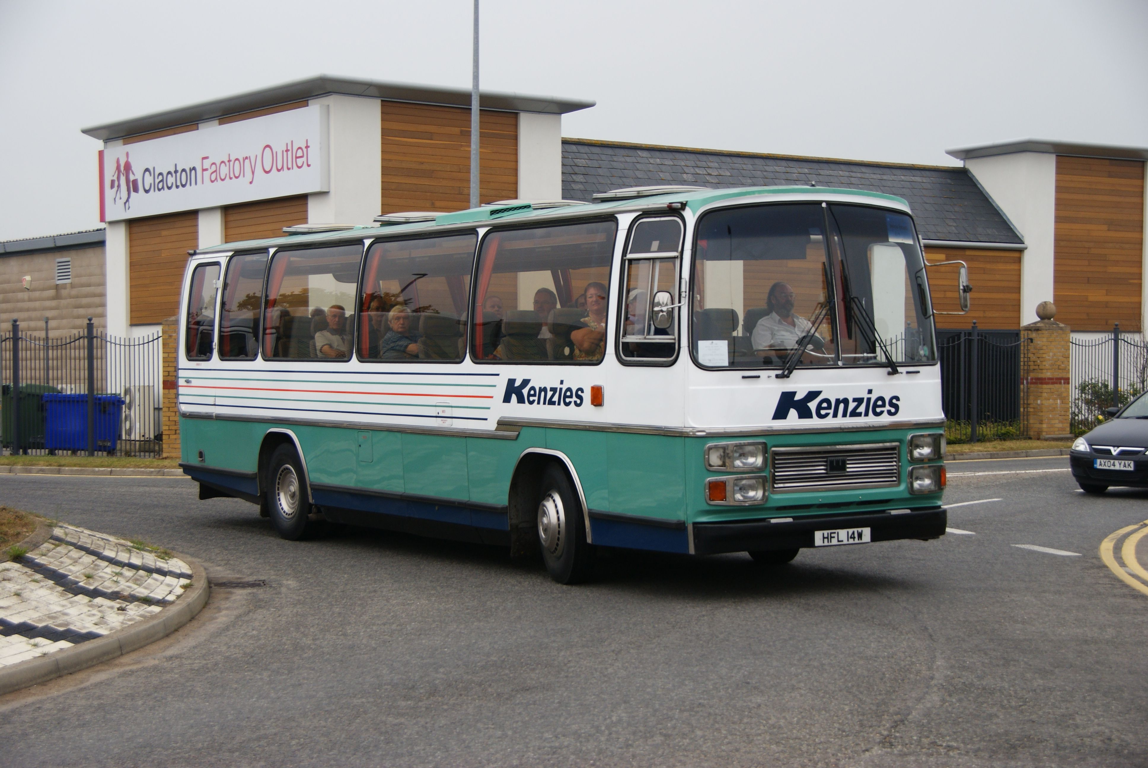 File Kenzies Coach Hfl 14w Clacton Bus Rally