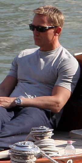 https://i1.wp.com/upload.wikimedia.org/wikipedia/commons/8/85/Daniel_Craig_on_Venice_yacht_crop.jpg