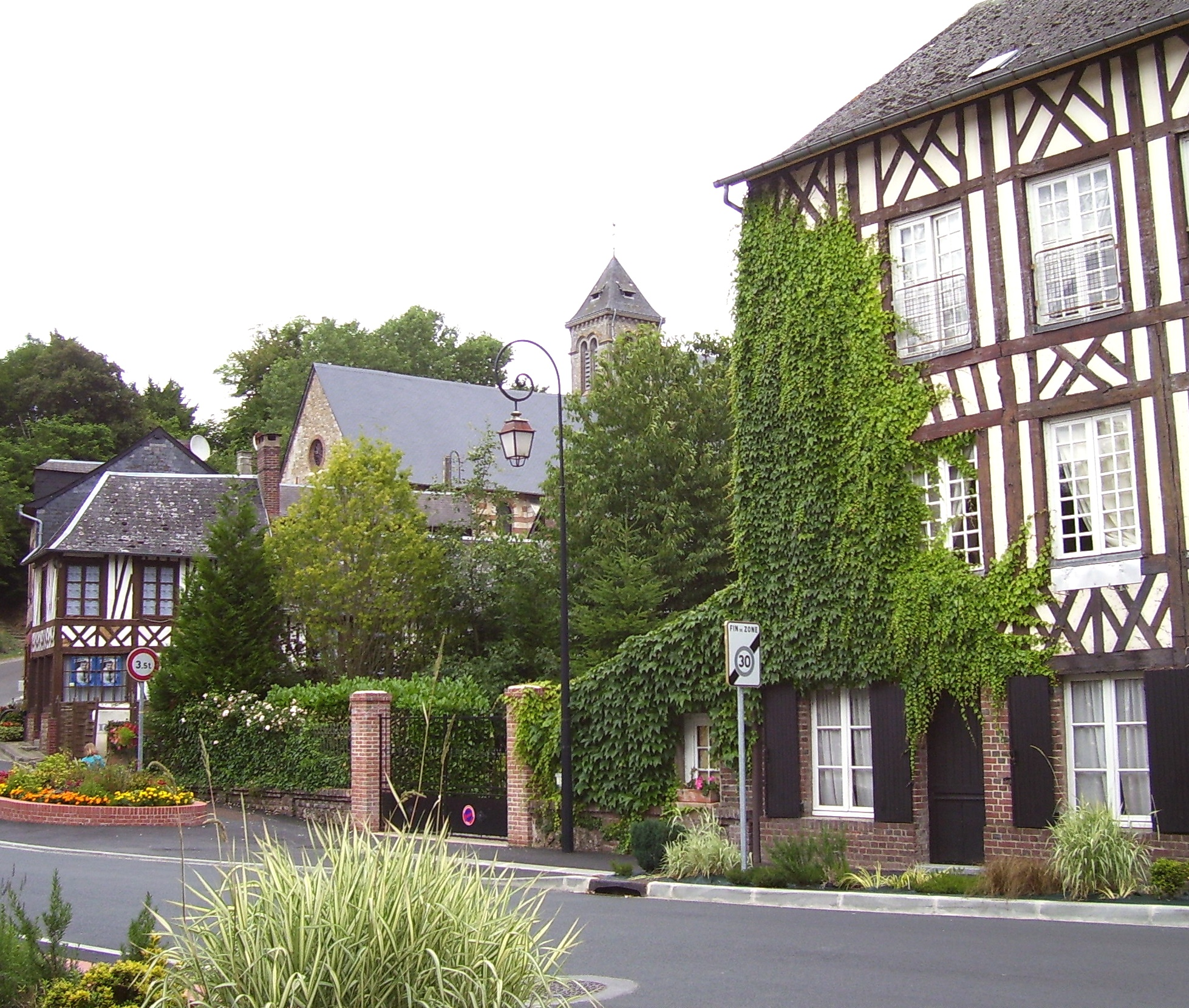 The town of Saint-Georges-du-Vièvre, own photo (on commons), public domain