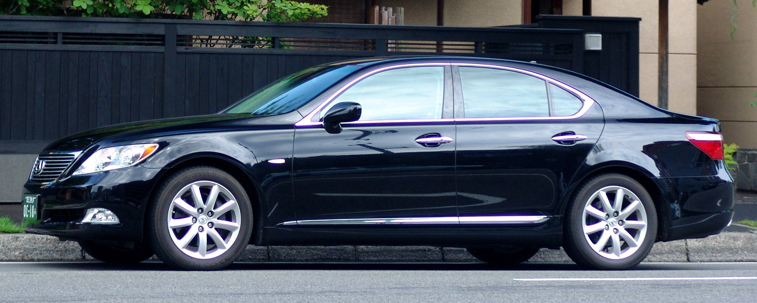 File Lexus LS460 Black Sapphire Pearl Wikimedia mons