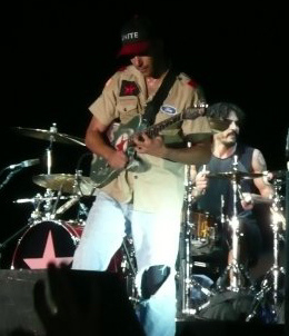 Tom Morello playing with Rage Against The Mach...